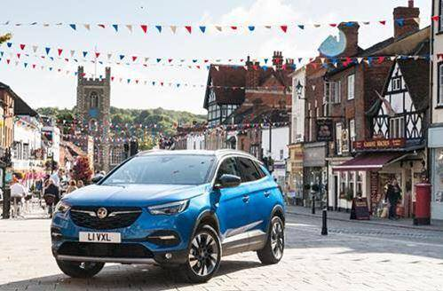Grandland X makes the ideal Cab of Mum and Dad
